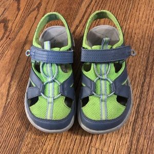 Columbia boys outdoor shoes size 1 great condition